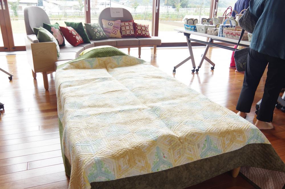 安らかな眠りへと誘うベッドカバー